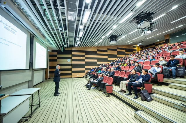 How To Overcome Fear Of Public Speaking: Important Tips
